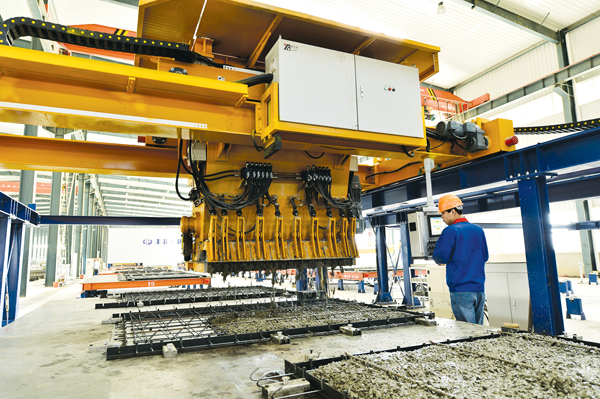 全省首条装配式建筑预制件生产线投产图片